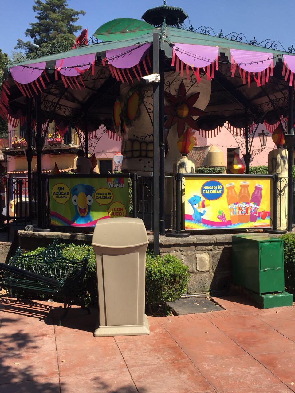 12 Six Flags